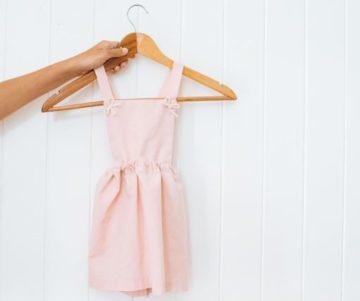 Maak deze eenvoudige Little Girl's Cross Back-jurk